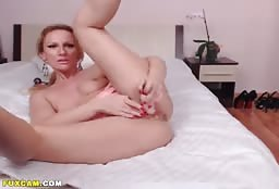 Reckless Camgirl Drilling Hard On Her Wet Pink Pussy