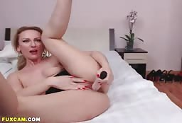 Flexible Blonde Milf Stuffing Her Cunt On Livestream