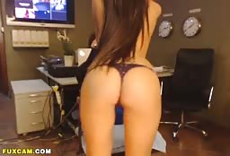 Slutty Escort Girl From America Does A Dirty Live Show