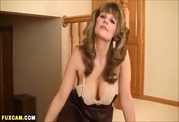 Sexy Mature Woman Talking Dirty To You On Webcam